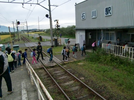 電車で移動石川駅