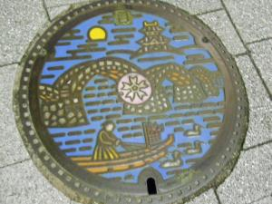 岩国駅近くのマンホールの蓋/The cover of manhole near the Iwakuni station