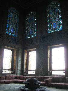 ハレムステンドグラスの綺麗な部屋