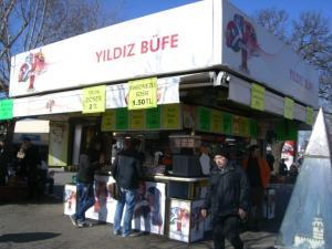 ユスキュダルの港の近くにあるサンドイッチ屋さん