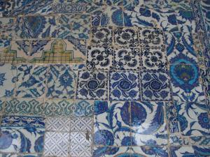 リュステム・パシャ・ジャミィの外側右端上の方のタイル