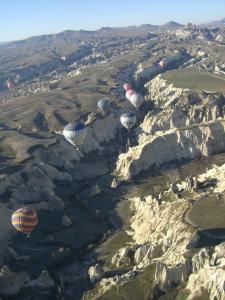 カッパドキア 気球と谷