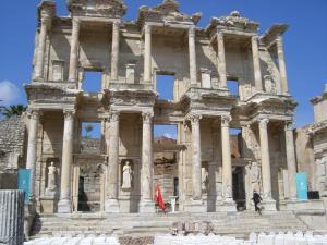 エフェスツアー エフェス遺跡ケルスス図書館