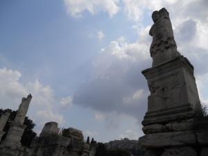 アグリッパの音楽堂前の巨人像とトリトン像