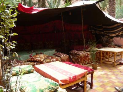 モロッコ・砂漠ツアーのランチ(2日目)8