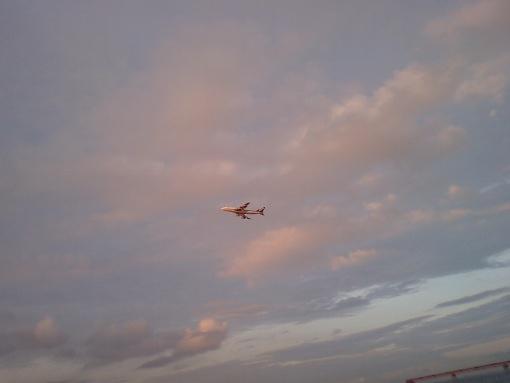 離陸するジェット機