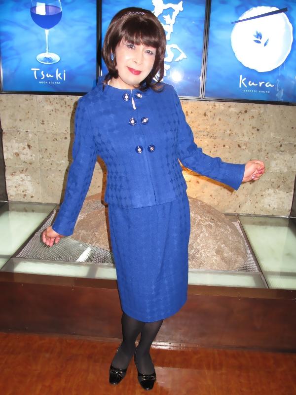 091102青ボタンスーツ(2)