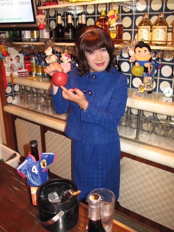 091102青ボタンスーツ(3)