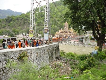 ラクシュマンジュラー橋