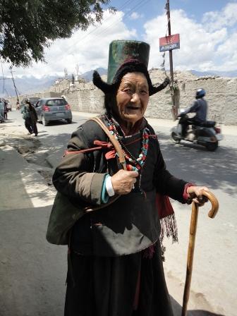 ラダック帽をかぶった婆さん