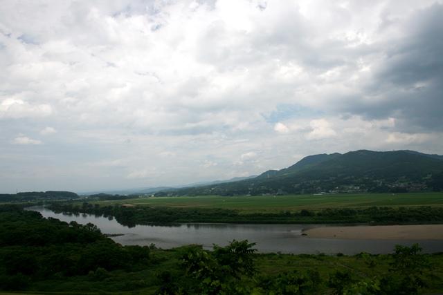 IMG_1484 高館から北上川、束稲山 W