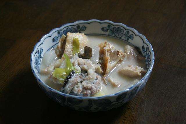 IMG_2914 タラと塩鮭の粗 粕汁 W
