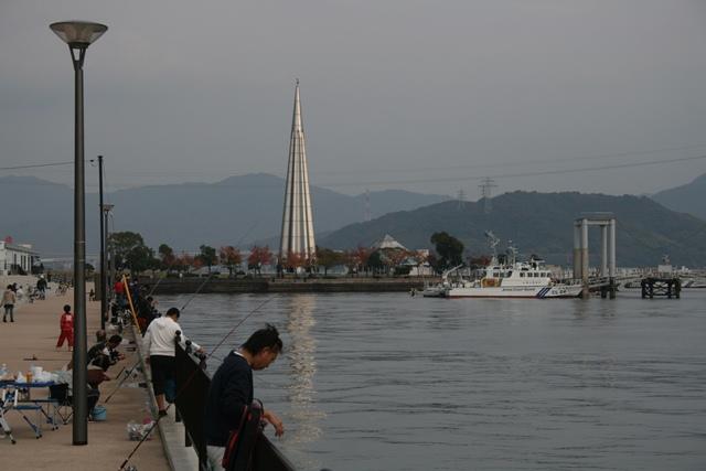 IMG_3094 陸軍桟橋と釣り人 W