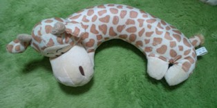 pillow_giraffe_s.jpg