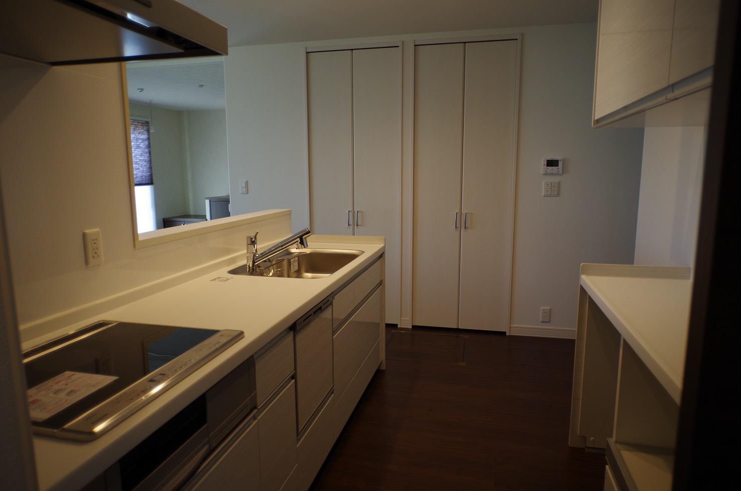 1階キッチン収納1