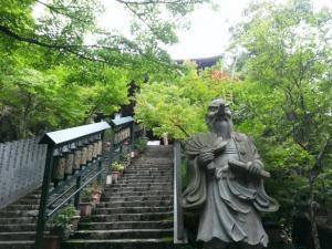 摩尼殿へ上がる石段