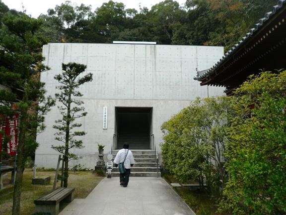 平成14年に完成したという新しい本堂の外観