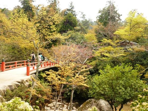 厳島神社から歩いて5分くらいだったかな?