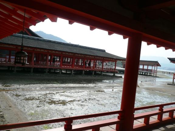 中から見た厳島神社。ちなみに拝観料は大人300円也。