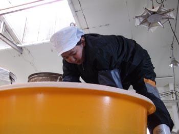 奥田さん洗米