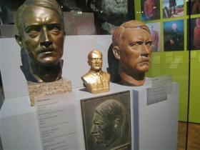 「ヒトラーとドイツ人」で公開されている胸像