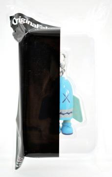 kaws-blitz-mini-key-03.jpg