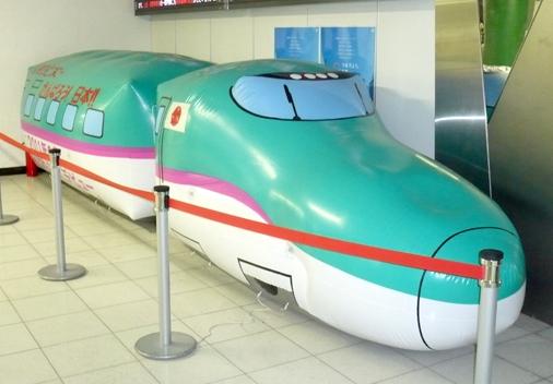 東京駅 E5系「はやぶさ」バルーン