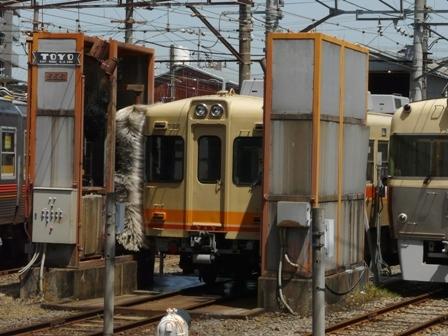 伊予鉄道・古町駅 洗車風景 1