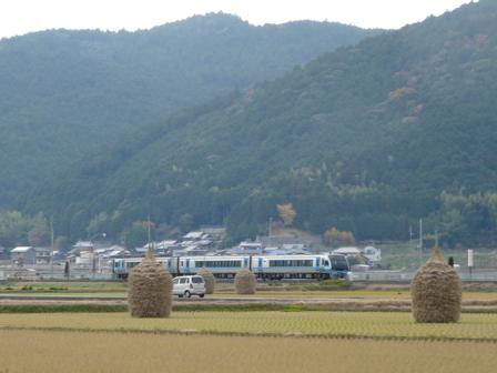 わらぐろ と 列車 (2000系特急) 2
