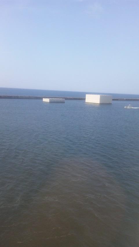 秋田港の謎の箱2