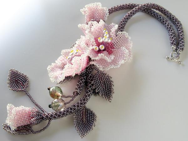 芙蓉の花のネックレス