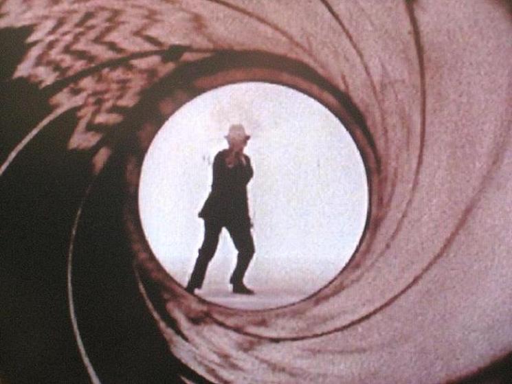 007オープニング