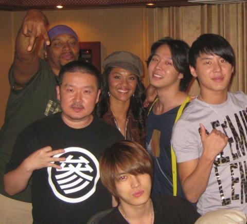 20111108AZIATIX03.jpg