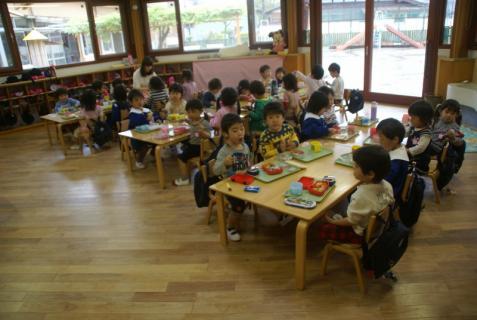 2012-04-27 1年生、初めての昼食 015 (800x536)