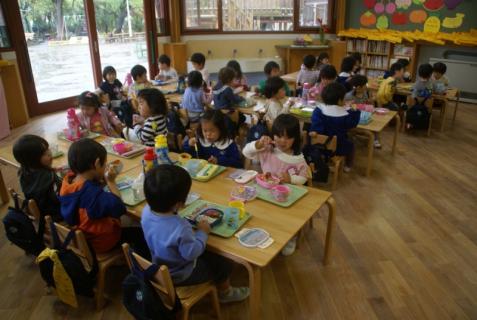 2012-04-27 1年生、初めての昼食 011 (800x536)