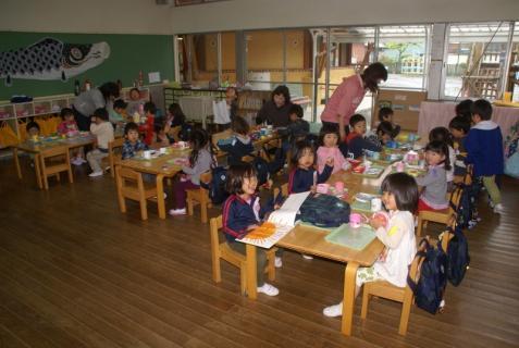 2012-04-27 1年生、初めての昼食 033 (800x536)
