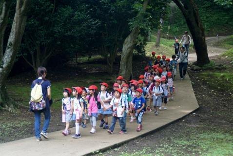 2006-01-18 年長城址公園花菖蒲園外保育 005 (800x535)