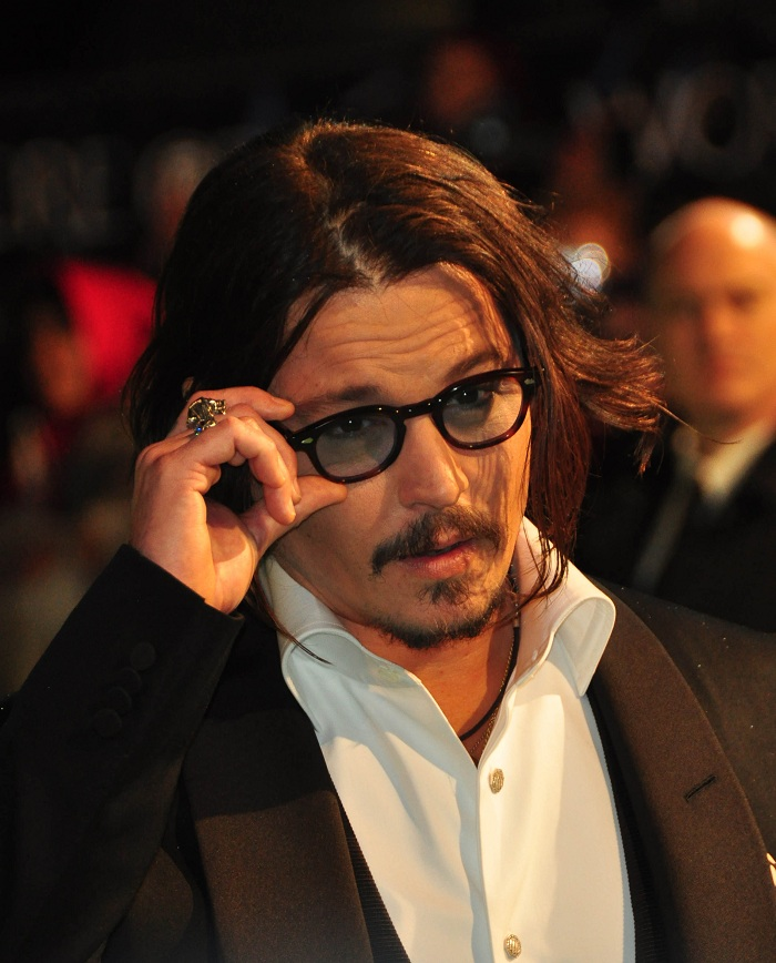Johnny_Depp_at_the_Alice_In_Wonderland_Royal_WorldPremiere_(40).jpg