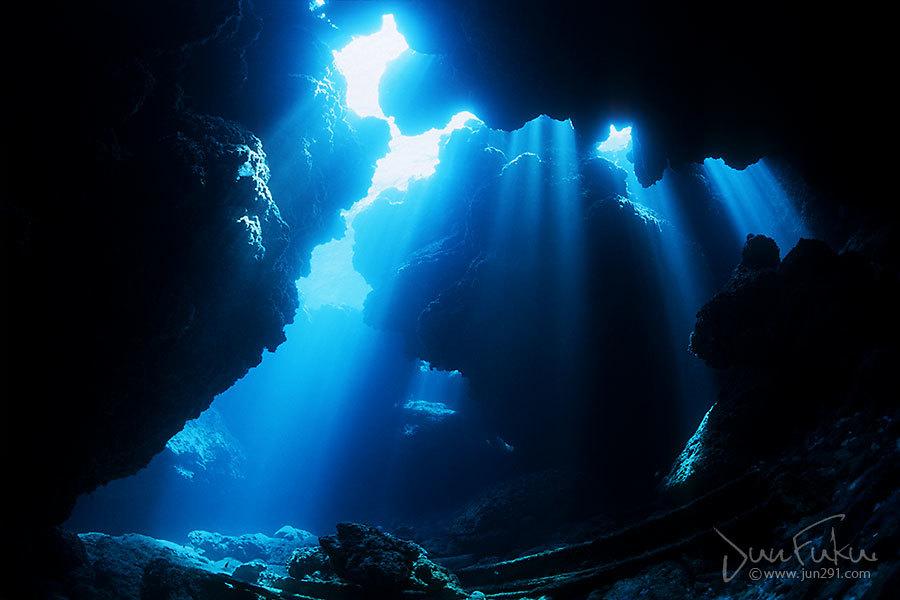 仲ノ御神島洞窟