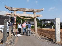 鷺栖神社⑥一の鳥居注連縄の取り付け