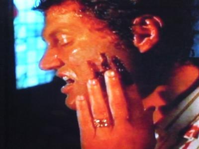 ヘルレイザー:顔が剥がれる