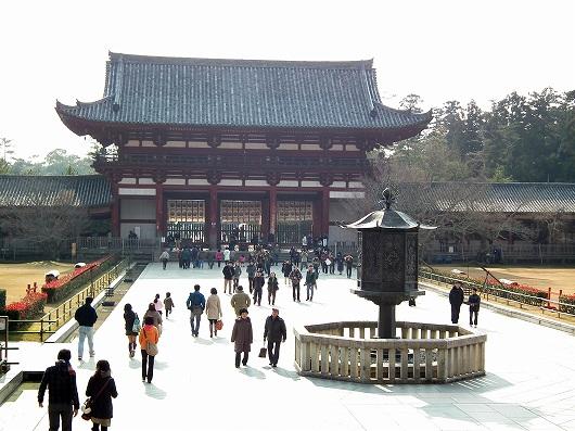 東大寺大仏殿前1-20111229