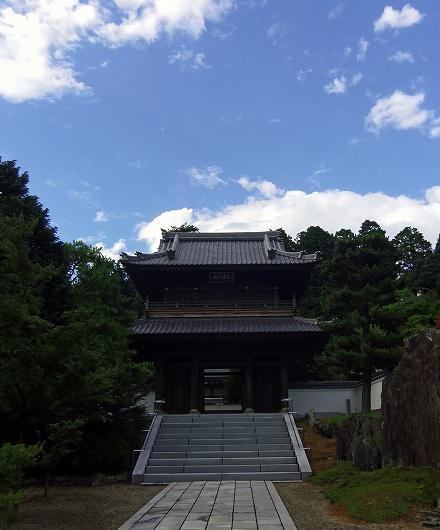 漢陽寺・夏空と山門20120806
