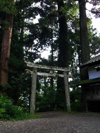 二所山田神社境内20120806