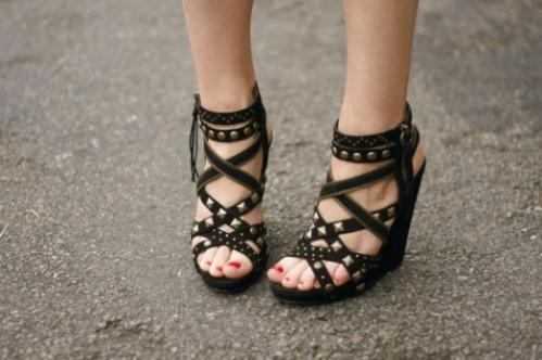 ash-studded-sandals-diamond-520x346.jpg
