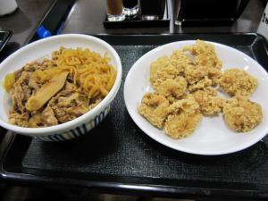 和風牛丼とトリ唐揚げ