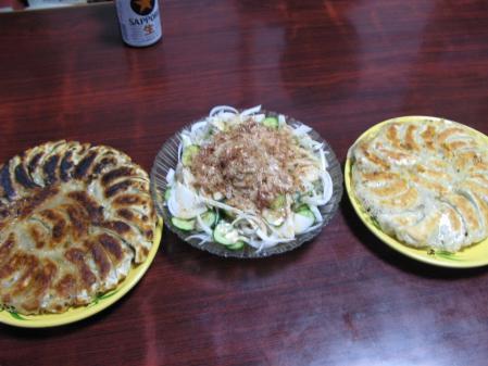 餃子と白玉ねぎの食卓