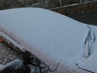愛車は雪の中