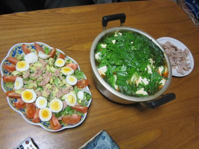 キムチ鍋とサラダ