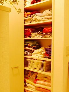 洗面所の収納棚。